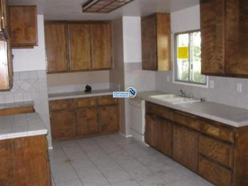 3 bedroom with a large lot 7