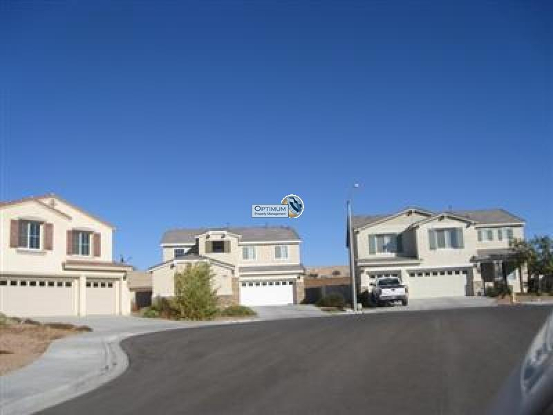 Large North Victorville 4 bedroom 3