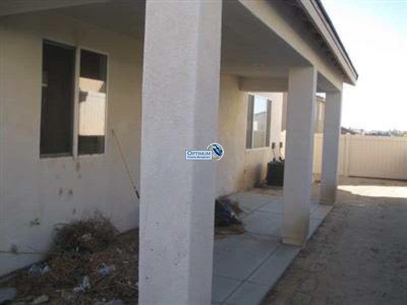 Large North Victorville 4 bedroom 11