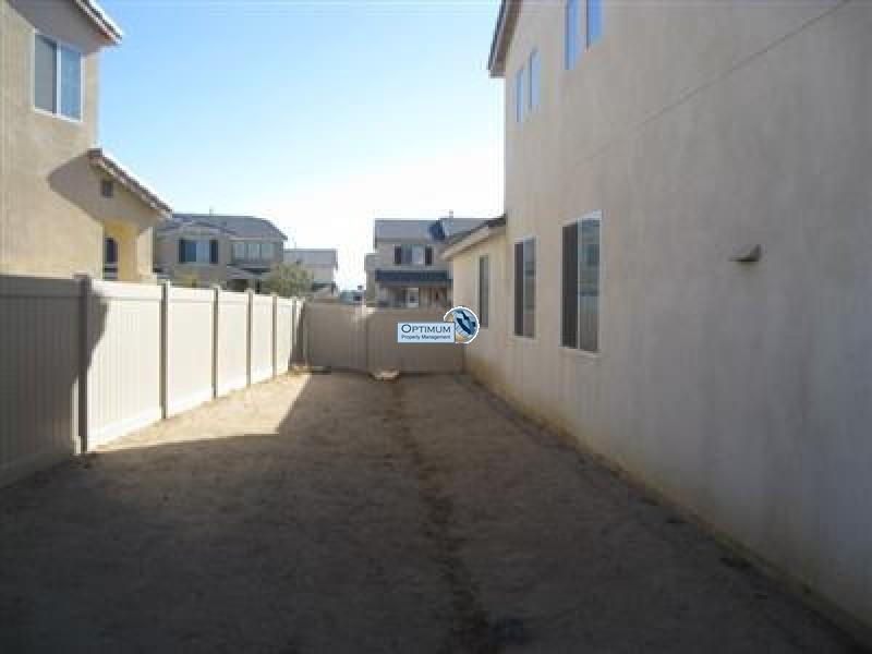 Large North Victorville 4 bedroom 4