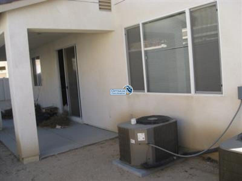 Large North Victorville 4 bedroom 12