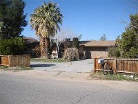 Spacious landscaped home, great investment opportunity! 3